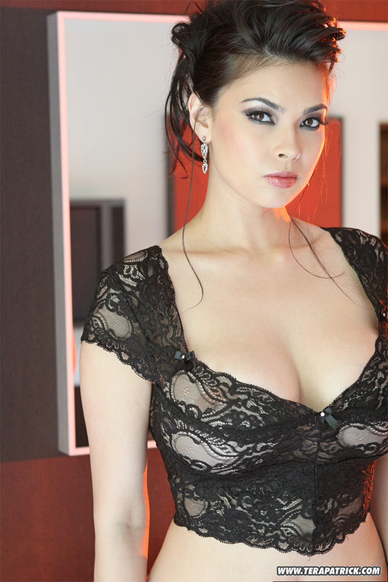 http://images.sxx.com/pic_teasers/1/15/1590/feba487cb9/non_nude/01/1590_05.jpg