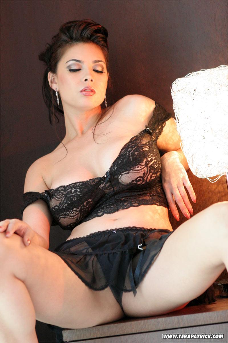 http://images.sxx.com/pic_teasers/1/15/1590/feba487cb9/non_nude/01/1590_15.jpg