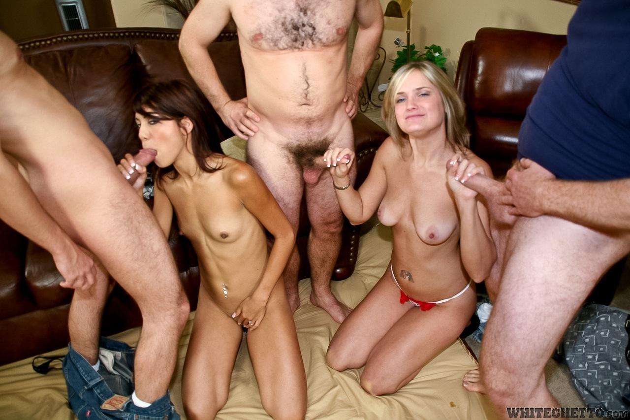 Трое парней на одну групповуха порно 4 фотография