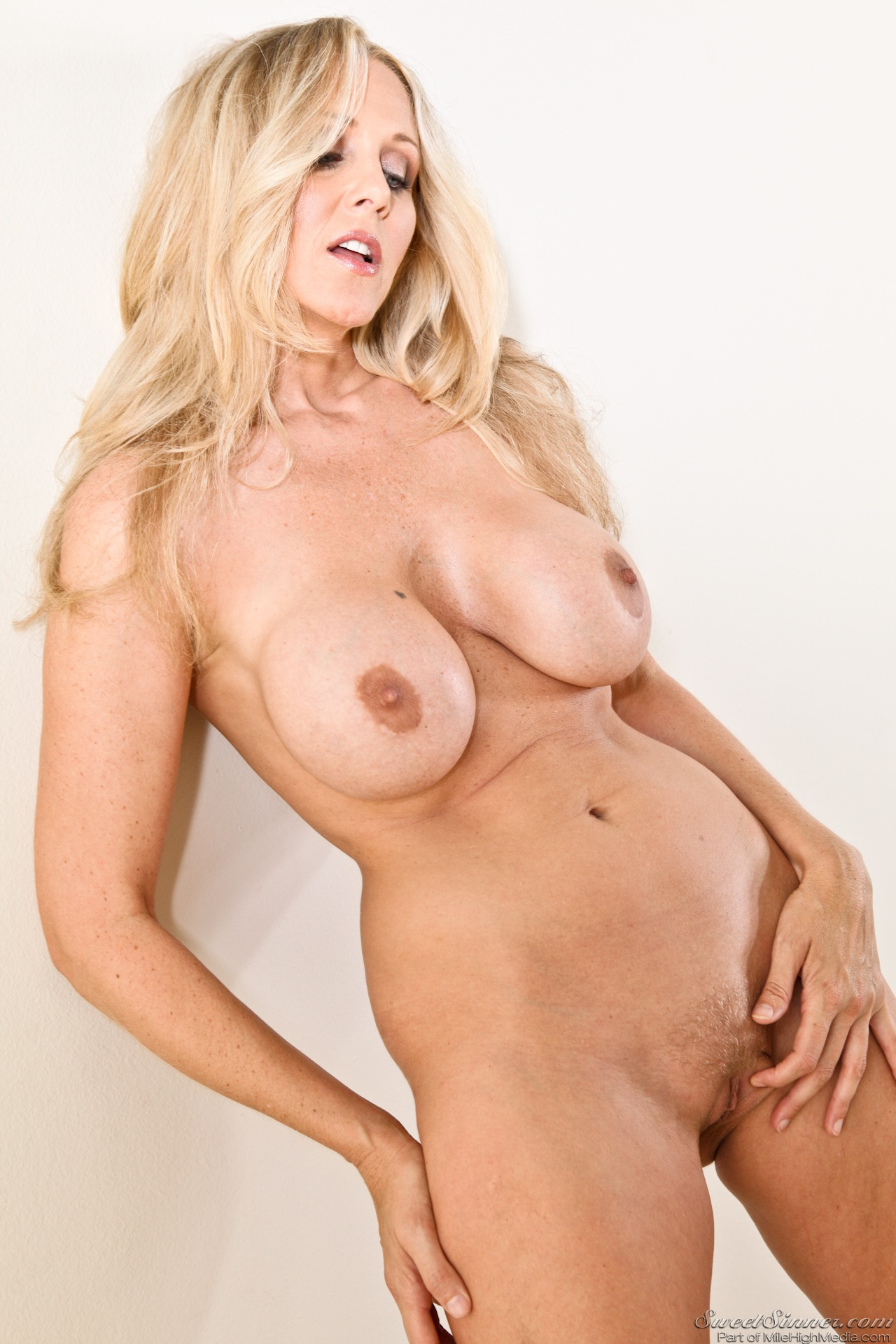 Julia Ann -Milfs Seduction
