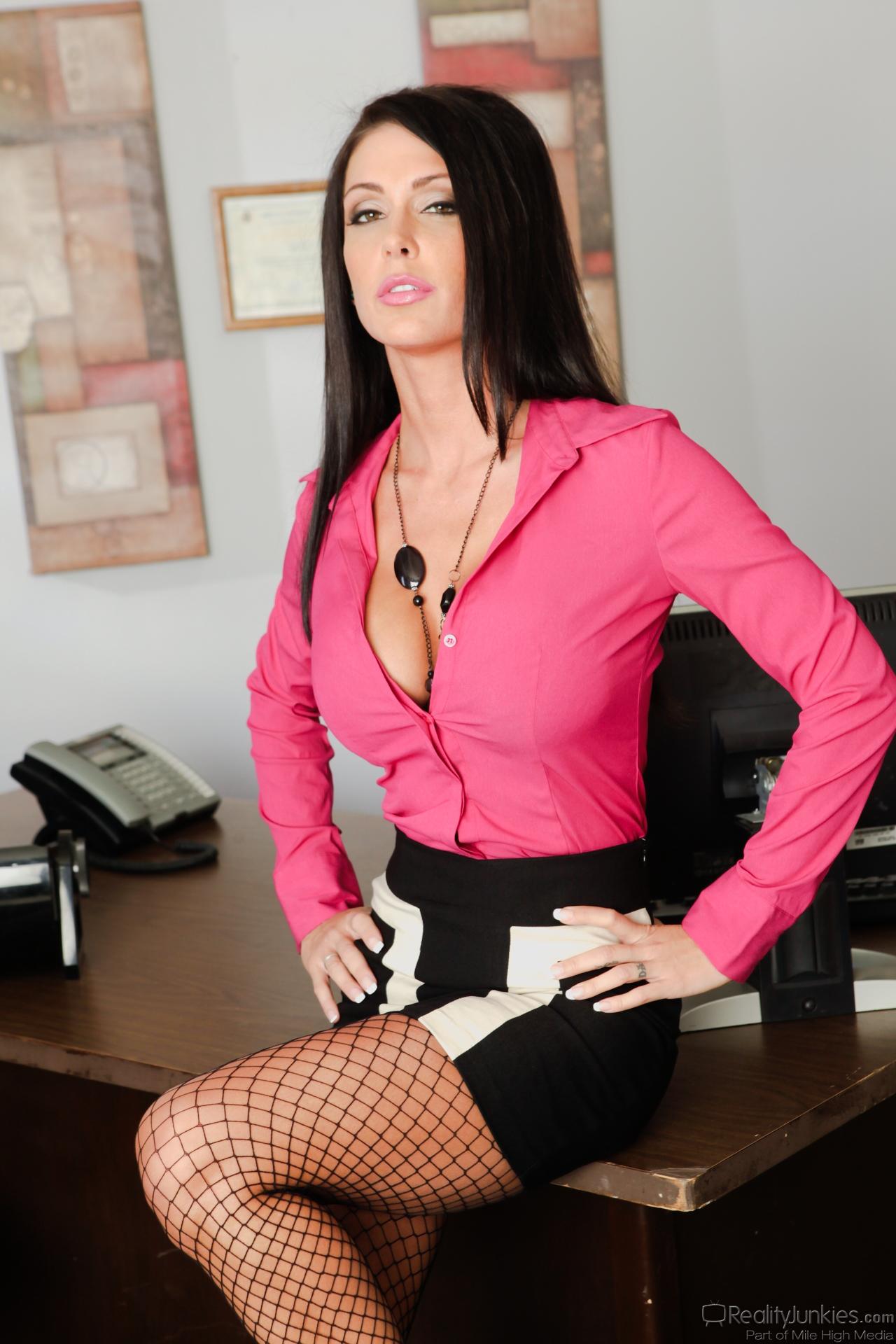 Смотреть секретаршу выебли в попу хочу кидать
