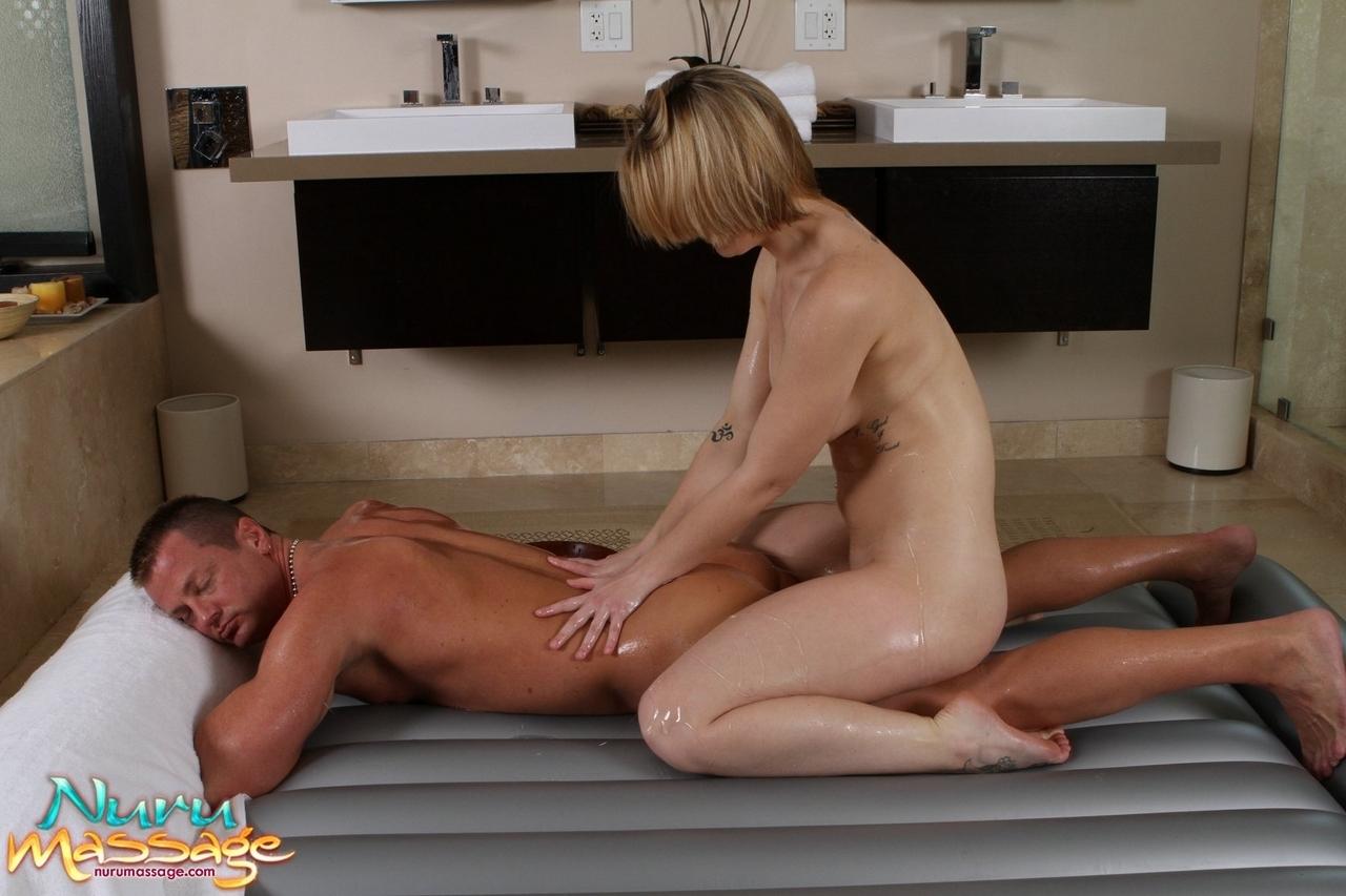 Сын делает массаж порно