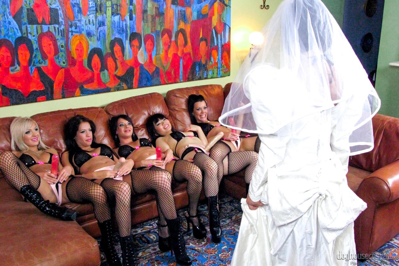 Эротика невеста с подругой смотреть 22 фотография