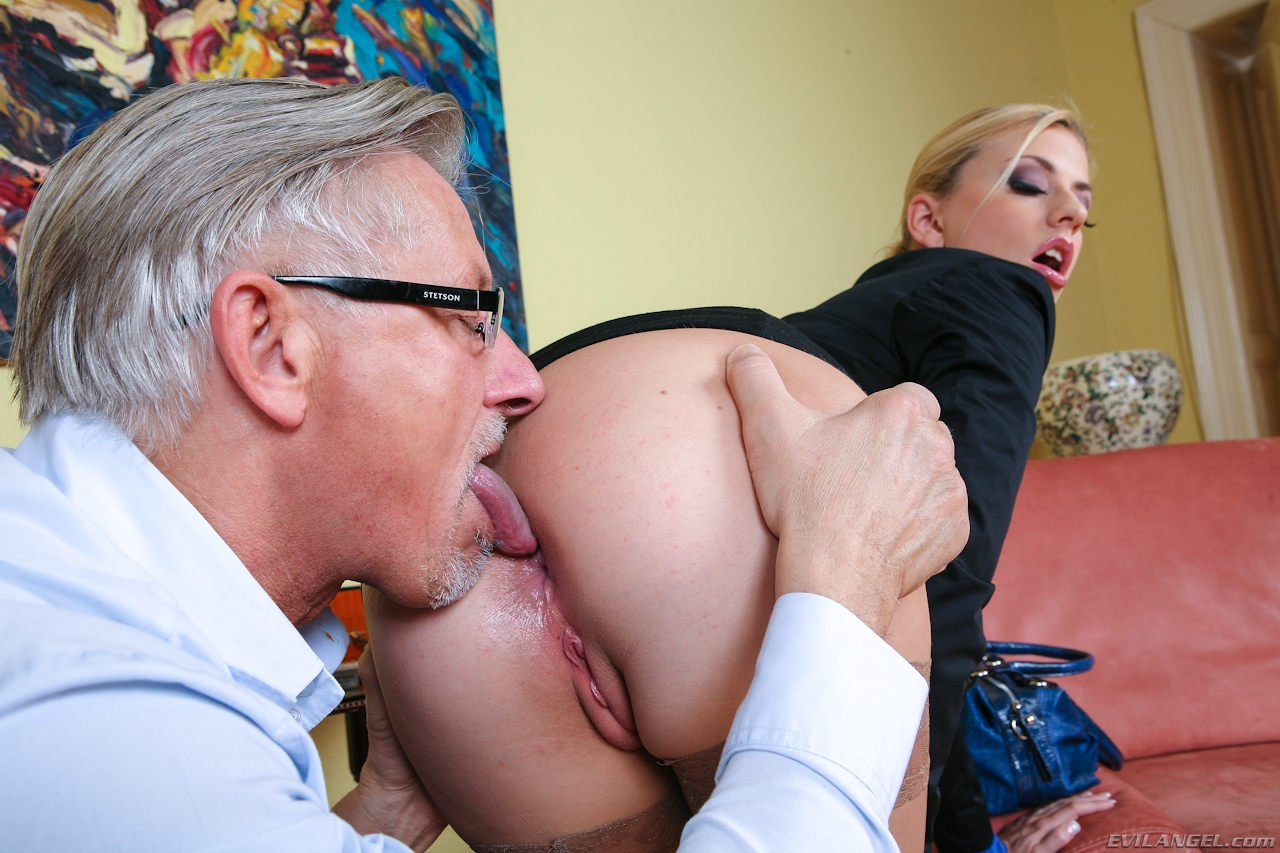 Jessie volt in an anal interracial session 7