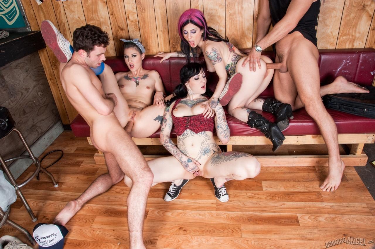 Самые сексуальные телочки в оргиях 15 фотография