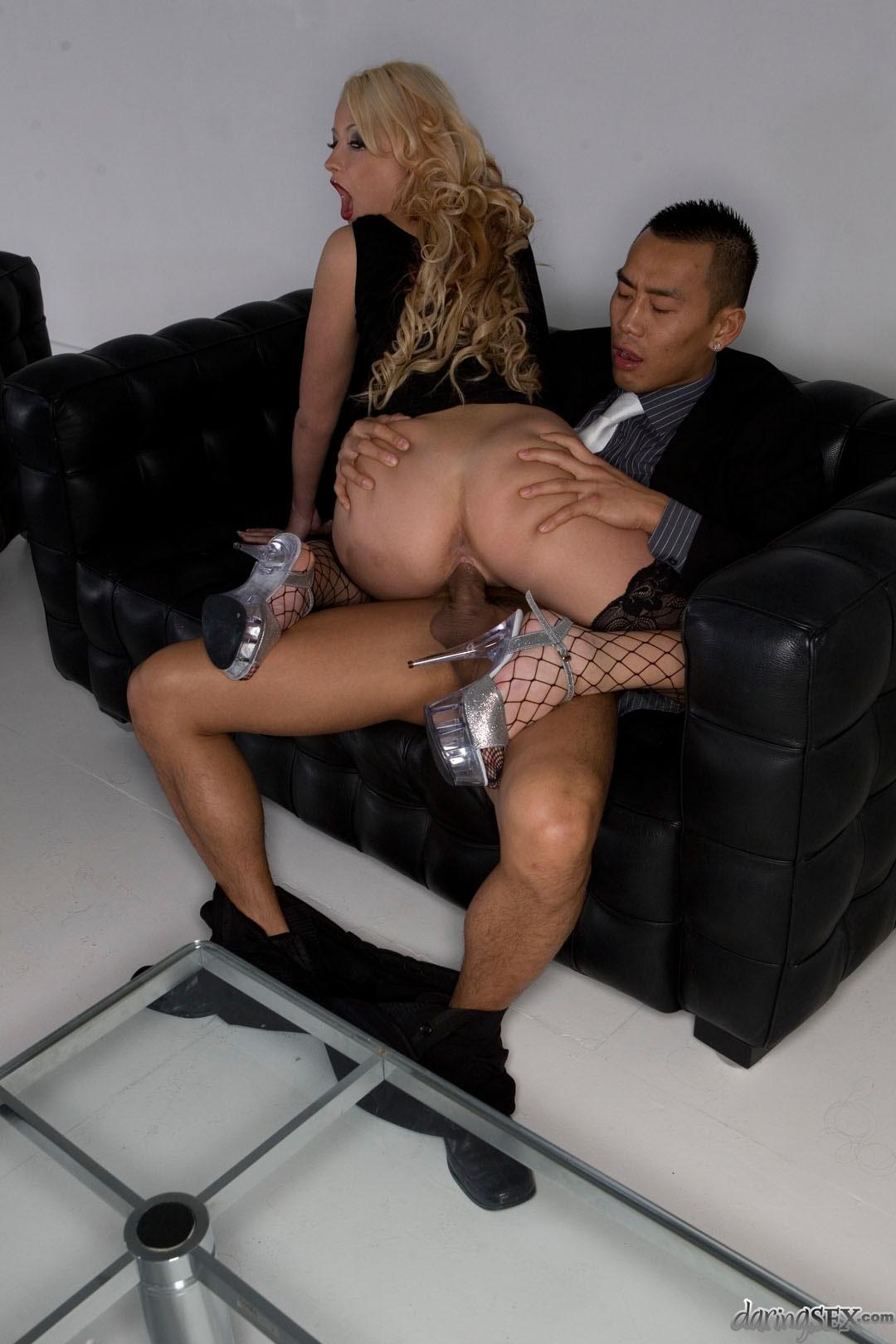 Таксит уговорил девушку на секс 12 фотография