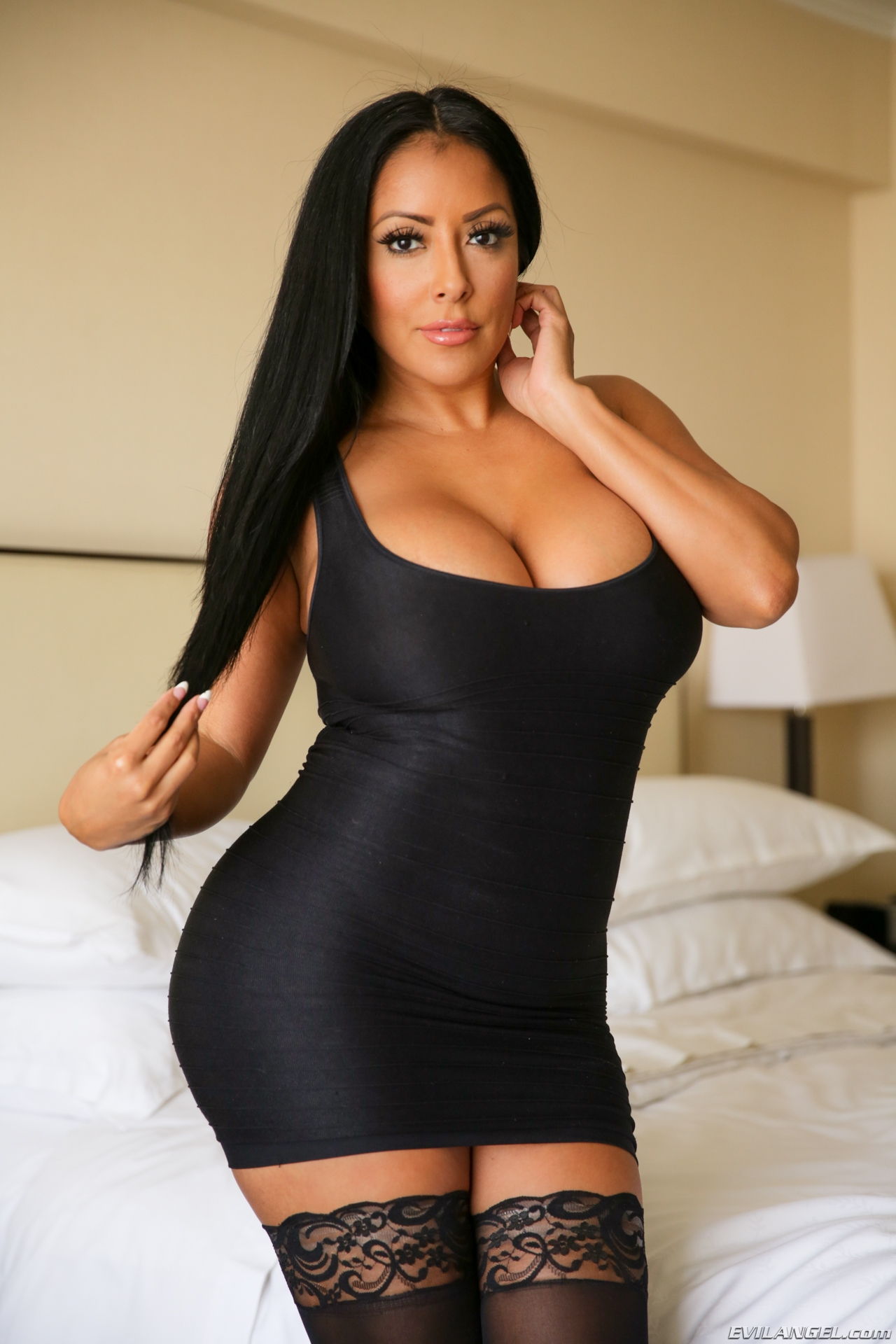 free porn of hot milfs Horny Milfs gagging for some fresh cocks, these milfs fuck for free in our free milf  porn.