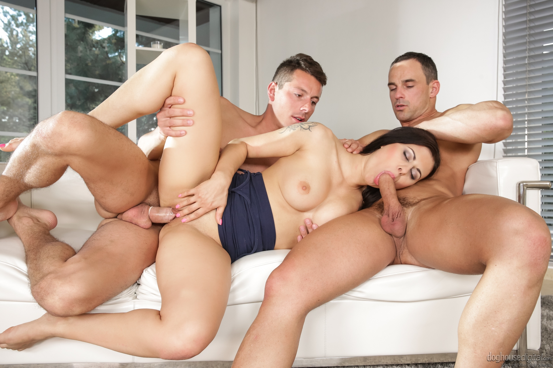 3some eating pussy and fucking pussy sametime 1