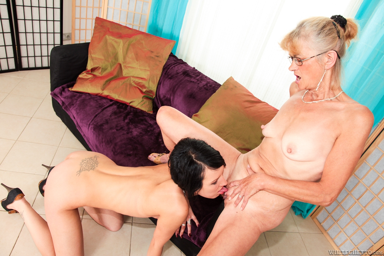 Lesbea British Girl Falls In Love With Older Woman During Lesbian Scene